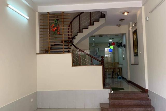 Chính chủ cho thuê căn nhà mới 5 tầng tại đầu phố Chùa Láng