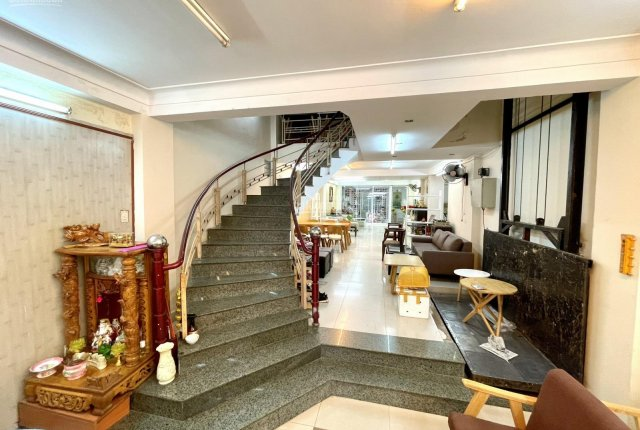 Bán nhà đường Núi Thành 5 tầng mặt tiền KD tốt, DTĐ gần 200m2 Hải Châu, Đà Nẵng