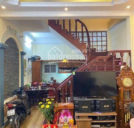 Bán nhà đẹp ở ngay phố Quan Hoa, Quận Cầu Giấy, 3 gác tránh, 42m2 x 4T, MT 4m, giá 5.572 tỷ