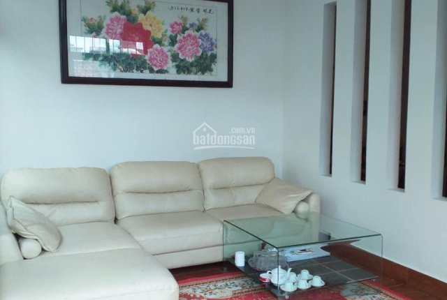 Cần bán căn nhà phố Vân Đồn 37m2, 5 tầng rộng 5.4m cách mặt phố 5m, giá 4.3 tỷ