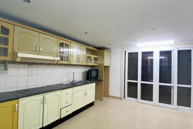 Cho thuê nhà ngõ 63 Lê Đức Thọ, 100m2, 6 tầng, giá rẻ 22tr/th