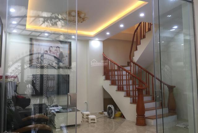 Bán nhà riêng mới sửa đẹp ngõ 44 Hào Nam, 70 m2, 4 tầng, hướng Đông, 5 PN, 5 VS; giá 6,5 tỷ có TL