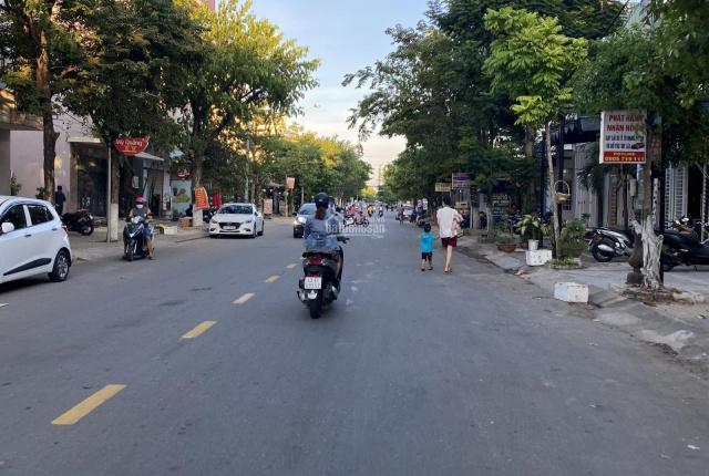 Bán đất đường Khúc Hạo 10m5 lô sạch đẹp phù hợp ở và kinh doanh buôn bán giá rẻ