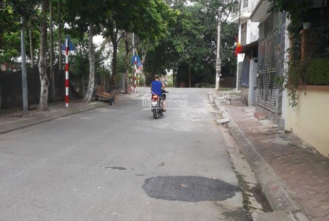 Bán gấp lô đất đẹp ô tô đỗ cổng Nguyễn Khánh Toàn phù hợp xây CCMN 73m2, mặt tiền 5.2m, 5.4 tỷ