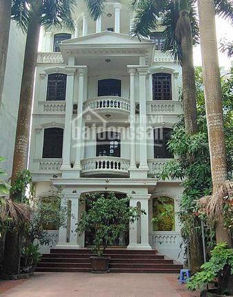 Bán khách sạn đường La Thành, 423m2, 5 tầng, phòng kín, có chỗ để xe ôtô giá 23.5 tỷ LH 0988979974