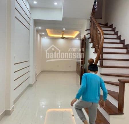 Siêu giảm giá, bán nhà Vũ Ngọc Phan, 2 mặt thoáng, nhà mới xây, 40 m2, 5.5 tỷ