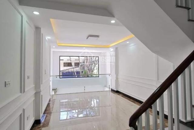 Bán Nhà 2 Ô TÔ Tránh, Nguyễn Văn Cừ 66m2 nhỉnh 8 tỷ 5 tầng KD, Ở VIP, hàng xóm quan chức.