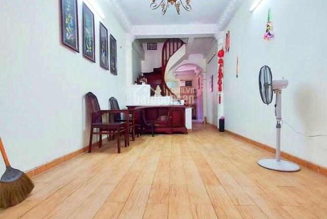 Chính chủ bán nhà SĐCC ngõ 2 Láng Hạ, ngõ oto, lô góc diện tích 40m2, 4 tầng, giá 3,8 tỷ