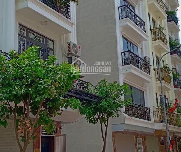 Bán liền kề đã hoàn thiện đẹp thuộc khu đô thị Văn Khê, sổ đỏ, giá 5.3tỷ