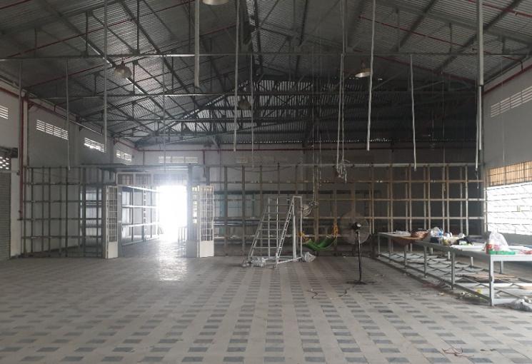 Cho thuê kho xưởng mặt đường tân hoà đông , DT 2700m2, giá 210 triệu/th. LH: 0915715203