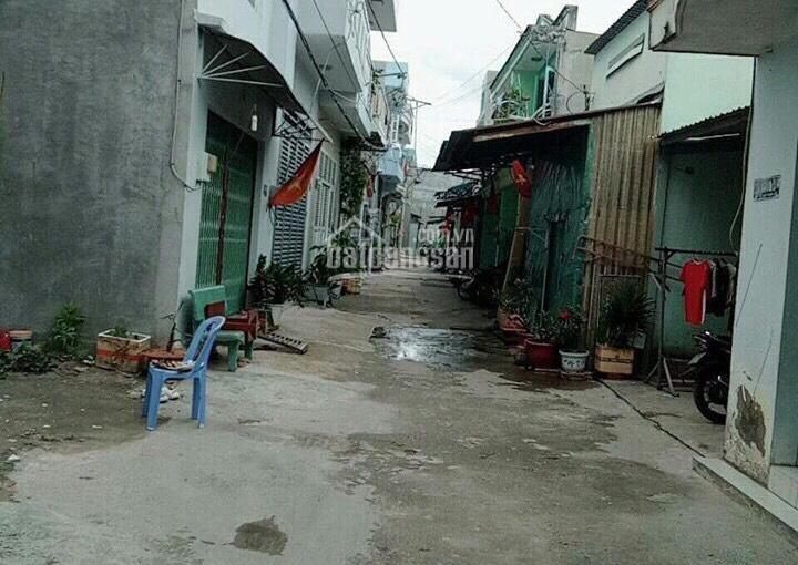 Bán nhanh nhà phố DT: 4x13m, 2PN, 2WC, sát bên chợ cầu Đồng, giá chỉ 2,68 tỷ, LH: 0939 05 28 28