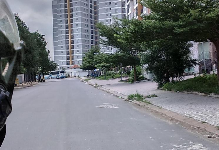 Bán nhà 1 trệt 1 lầu 1 tum, mặt tiền đường Hoàng Hữu Nam, giá rẻ