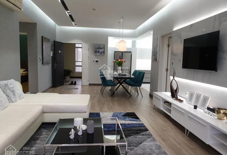 Cần bán gấp căn hộ Scenic Valley, DT 110m2, giá 5.2 tỷ, tầng cao có ô đậu ô tô LH: 0916 427 678