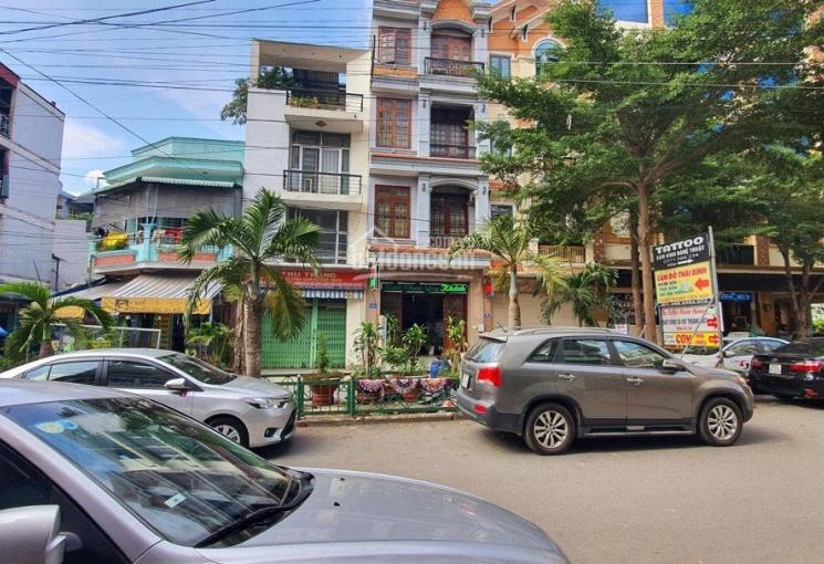 Chính chủ gửi khách sạn Thủ Đức DT 184m2, DT sàn 736m2 doanh thu 120 - 150tr/th, giá 15tỷ