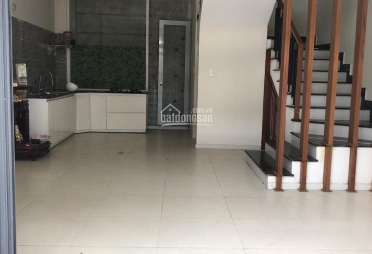 Cho thuê nhà 3 tầng rộng rãi Nguyễn Văn Linh, giá cực rẻ 12 triệu/tháng, phù hợp làm văn phòng spa