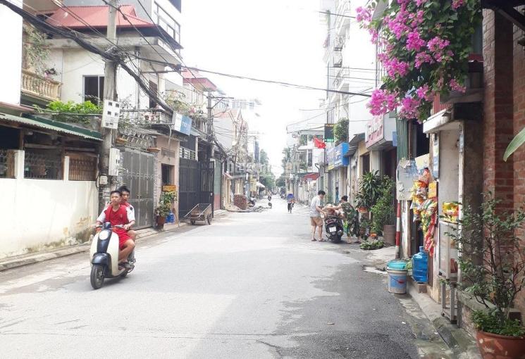 Bán 43m2 đất thổ cư Phúc Đồng hướng Đông Bắc, ngõ 2,2m ô tô đỗ cổng giá 1,98 tỷ