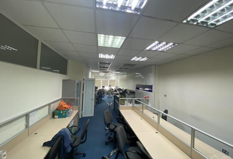 Văn phòng tại Duy Tân 100m2 sử dụng giá thuê 18.500.000 thông sàn, miễn phí gửi xe máy và ô tô