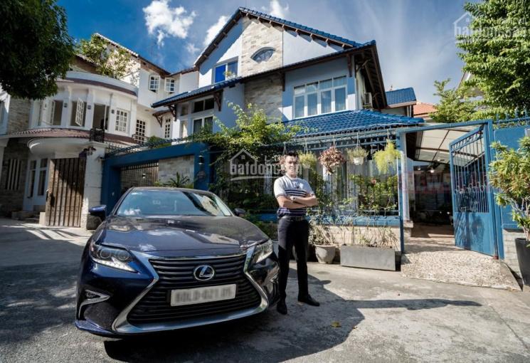 Bán ngay căn Biệt Thự Sân Vườn có Gara để xe hơi full nội thất- 230m2 1 trệt 2 lầu tại Thảo Điền