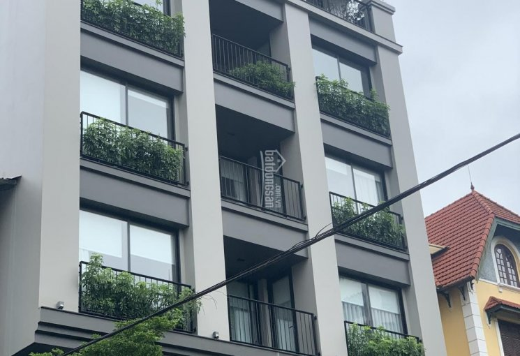 Chủ nhà vỡ nợ cần tiền bán gấp toà nhà 8 tầng lô góc mặt phố Tô Ngọc Vân dt 160m2, giá 61 tỷ