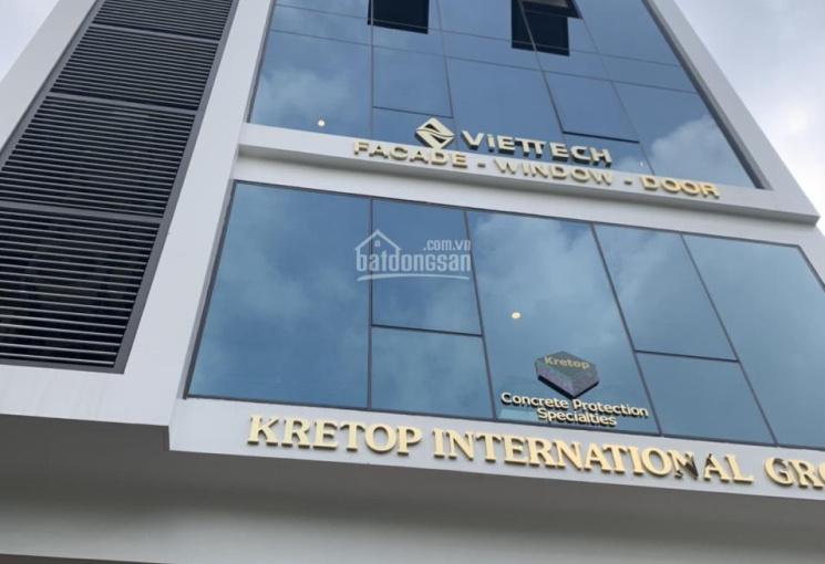 Cho thuê tòa nhà mới XD tại phố Duy Tân - Cầu Giấy, DT 165m2 * 7 tầng + 1 hầm, thông sàn. Giá 140tr