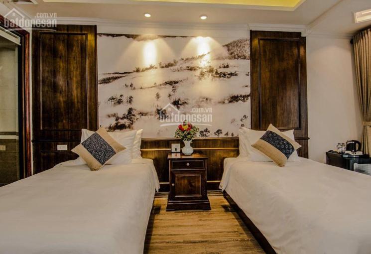Bán khách sạn 45 phòng mặt phố Hàng Hành, sát bên hồ Gươm thơ mộng, LH: 0913851111