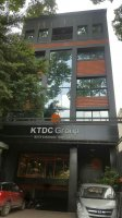 Cho thuê tòa nhà mặt tiền đường Hồng Hà, P2, Tân Bình. 7x19m, hầm, trệt, lửng, 7 lầu, thang máy