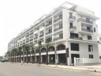 gia đình cần tiền bán cắt l ô góc shophouse vinhomes 120m2 6 tầng ở và kinh doanh tốt 0948831363