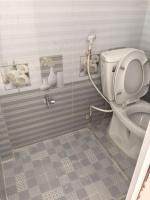 cần bán nhà giá rẻ mới xây 1 trệt 2 lầu 1 sân thượng 2 toilet và 2 phòng ngủ