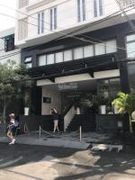 Bán gấp nhà Biệt Thự Hoàng Văn Thụ,P 8,Q Phú Nhuận,18x22m,thuê 5000USDth, 56 tỷ LH: 0907118467