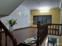 Cho thuê nhà đẹp ở Võ Văn Dũng, DT : 70m2 x 5 tầng MT: 4,2m, sàn gỗ giá thuê: 32tr LH:0903215466