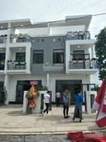 Định cư nước ngoài cấn bán gấp nhà phố 3 lầu mặt tiền đường Hùng Vương , TTTrảng Bom, 1ty8 LH: 0911555637