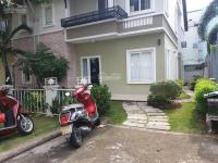 Chính chủ đi định cư nên bán căn biệt thự gần chợ và hồ bơi LH: 0933626428