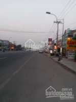 Chính chủ cần bán 1 căn shophouse mặt tiền kinh doanh tất cả các mặt hàng, nằm đối diện ĐH Việt Đức LH: 0933127811