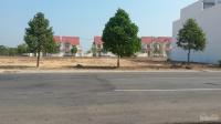 Đất đối diện chợ mới sầm uất 900m2, thổ cư, SHR, giá 580 triệu, mặt tiền nhựa, dân cư đông LH: 0906888445