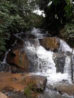 bán đất nông nghiệp có thác nước lớn thích hợp làm trang trại du lịch