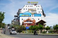 cần bán gấp khách sạn 2 mt đường bùi thị xuân view bờ hồ lh 0915136505