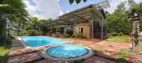 bán gấp 5000m2 có sn bể bơi nhà hai tầng đang kd homestay có sân tennis bám hồ tại lương sơn