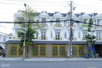 cần bán gấp nhà mặt phố mới xây xong chính chủ dĩ anbình dươngsổ hồng hoàn công lh0936633354