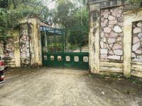 cần bán nhà đất 6400m2 đã xây biệt thự nghỉ dưng cao cấp nằm trên bán đảo tại liên sơn lương sơn