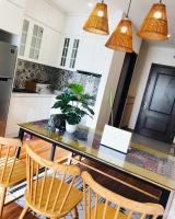 cam kết giá tốt nhất cho thuê nhiều căn hộ 2pn center field 219 trung kính từ cơ bản đến full