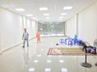 nhà mặt phố trung hòa thông sàn có thang máy diện tích 140m2 x 6 tầng mặt tiền 6m hè rộng