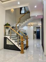 tôi cần bán nhà 3 lầu mới đẹp đường lê văn chí linh trung thủ đức hướng nam dt 94m2