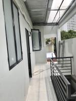 cho thuê phòng mới xây khu phạm hữu lầu q7 20m2 có gác đã gắn máy lạnh giá 25tr tháng