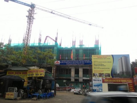 Đang xây tầng 4 trung tâm thương mại