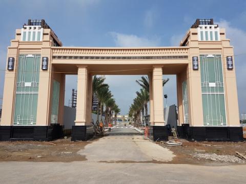 Cổng chính (cổng vào số 1) đang được hoàn thành nhanh chóng