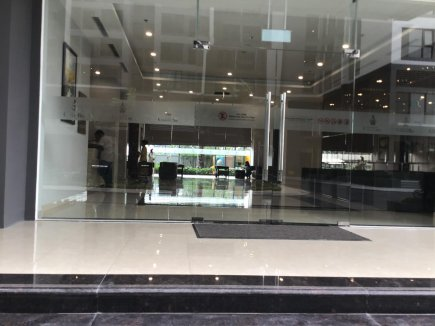 A small shop in Vinhomes Green Bay for rent, suitable to open cosmetic shop Vivian 0936620504