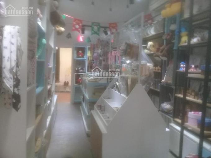 Sang nhượng cửa hàng quà tặng lưu niệm mặt phố DT 20m2, mặt tiền 3m, Q. Hà Đông Hà Nội