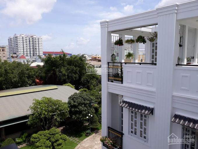 Nhà 3 lầu sân thượng, ngay chủ bán, đường nhựa 5m, sổ hồng