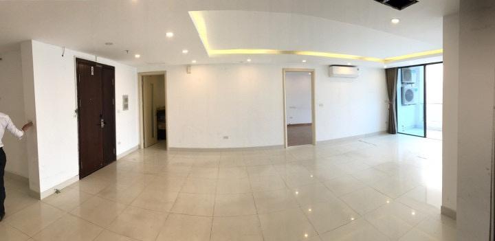 Cần bán gấp căn hộ 4PN, 3WC đủ đồ treo tường tại GoldenLand 275 Nguyễn Trãi. Chấp nhận MG.