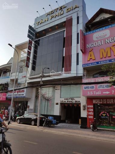 Chính chủ bán khách sạn 2 sao, thu nhập 350 triệu/ tháng, MT số 58-60 đường Gò Dầu, Quận Tân Phú